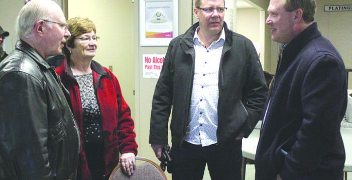 Premier makes stop in Kindersley
