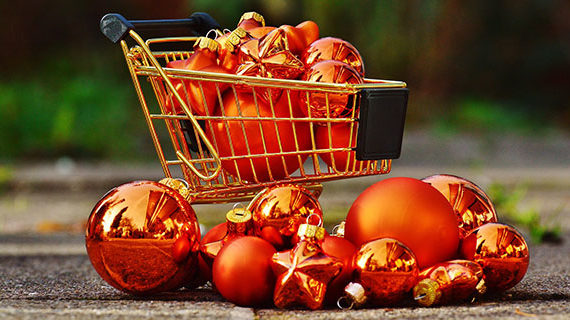 Canadians expect to spend more this Christmas shopping season