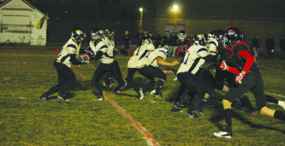 Kobras win close game under the lights