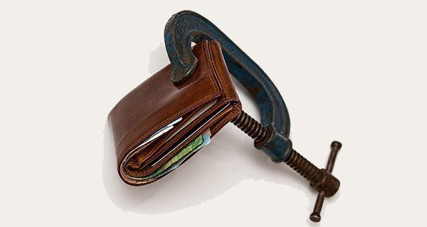 Canadians falling deeper into debt